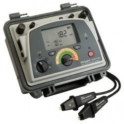 DLRO10HD — микроомметр цифровой (с подключенными измерительными зажимами)