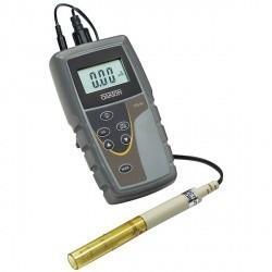 Портативный прибор Eutech COND 6+ для измерения проводимости воды.