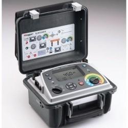 DLRO10HDX — цифровой микроомметр (с подключенными измерительными зажимами)